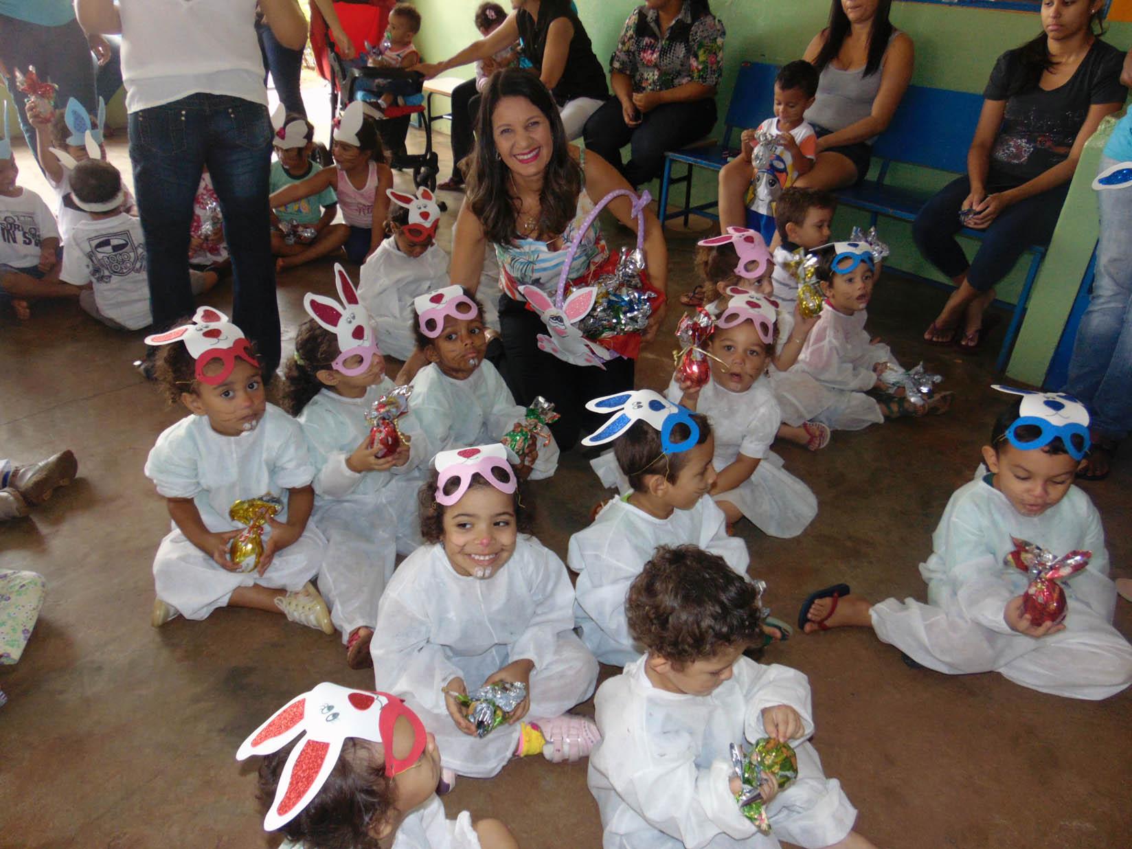 Crianças se divertem com as brincadeiras do Dia da Páscoa no Cemei do BDA