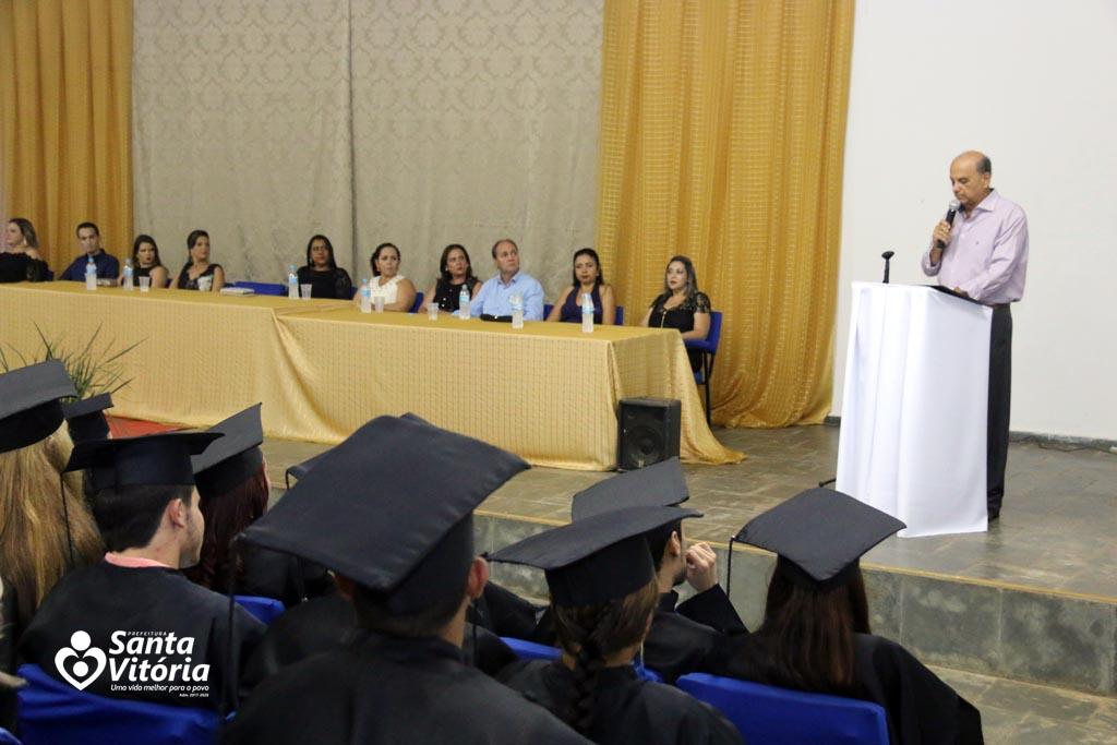 Escola Estadual Realiza Formatura Dos Alunos Do 3º Ano Do Ensino