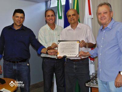 Prefeito de Santa Vitória recebe certificado pela adesão à Sala Mineira do Empreendedor