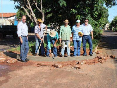 Prefeitura de Santa Vitória inicia serviço de melhoria de meio-fio na cidade (1)