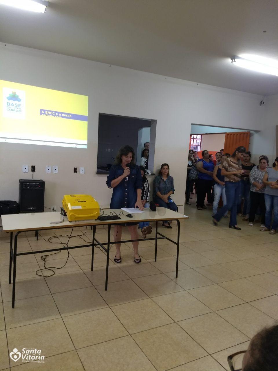 Escolas das Redes Municipal e Estadual discutem a BNCC - Prefeitura Municipal de Santa Vitória-MG