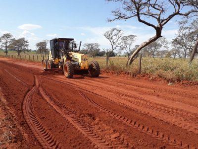 Secretaria de Infraestrutura, Estradas e Serviços Rurais está promovendo melhorias no acesso da BR-365 ao Bairro Brasil (1)