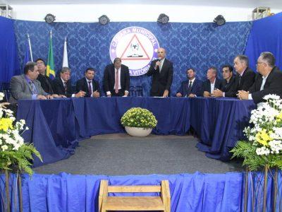 Prefeito participa da entrega de títulos de Cidadão Santa-Vitoriense