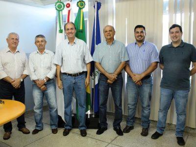 Prefeito Salim Curi empossa novos secretários municipais