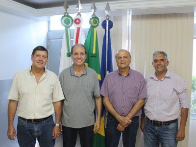 Prefeito Salim Curi exonera três secretários devido às eleições municipais
