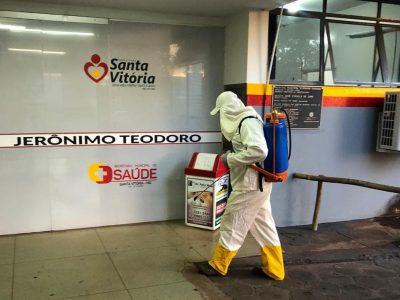 Prefeitura de Santa Vitória faz desinfecção em locais de grande circulação de pessoas